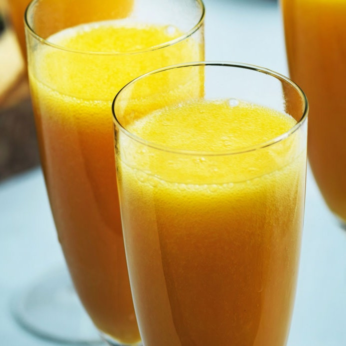 Mango-bellini-cocktail